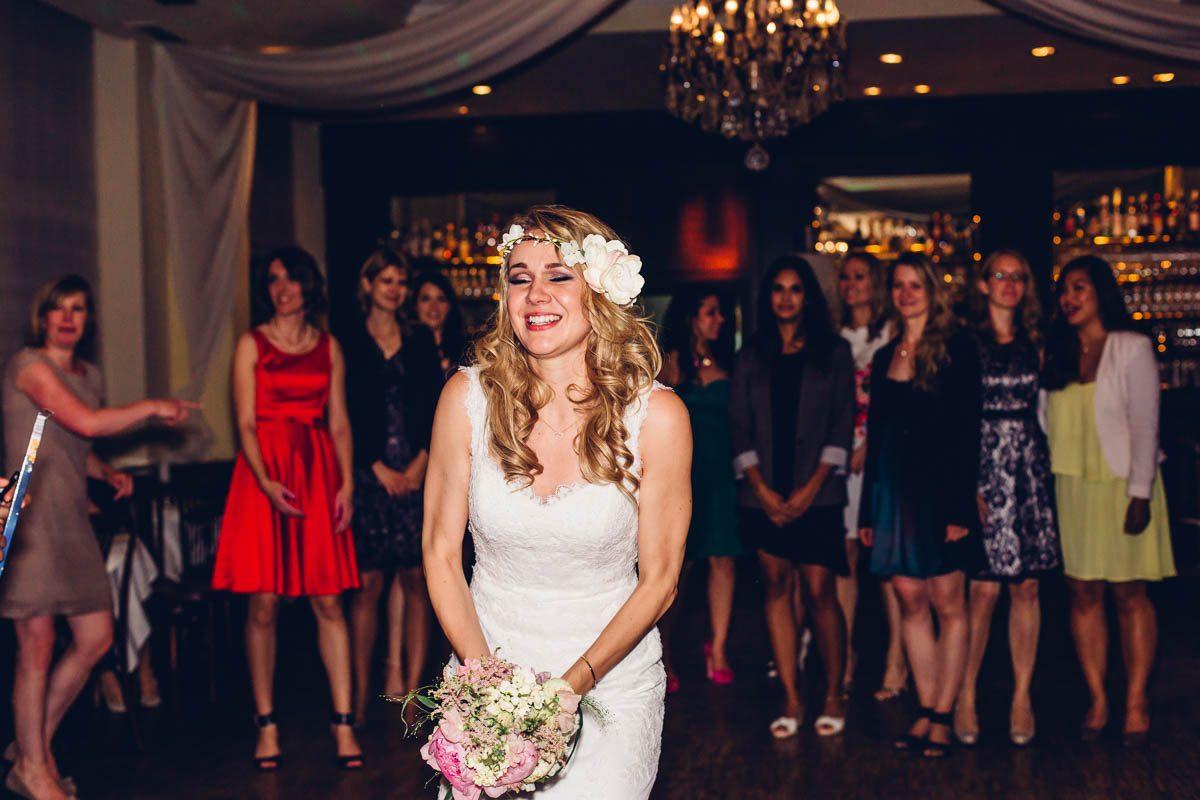 Brautstrauß werfen