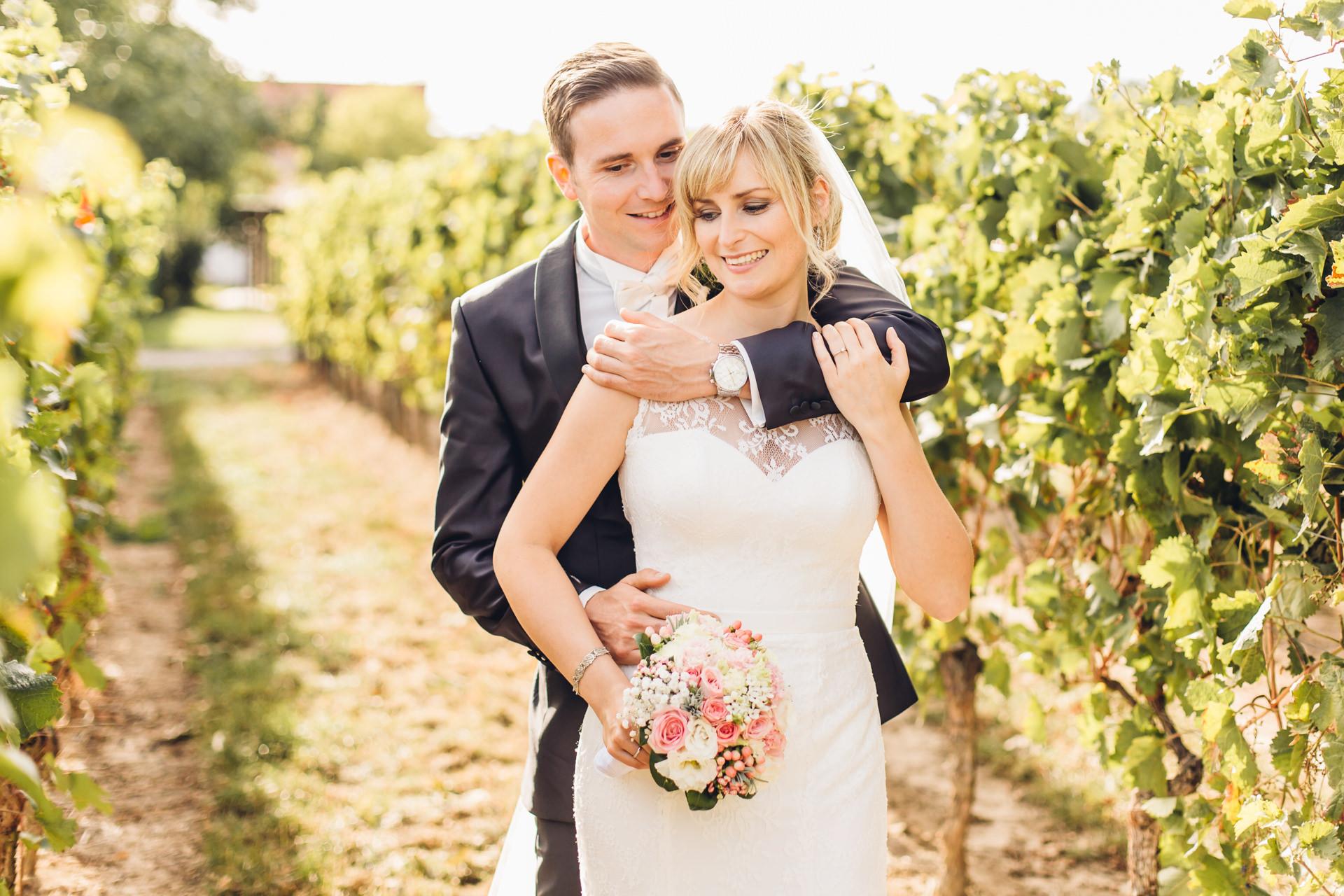 Brautpaarshooting in Weinbergen beim Weingewölbe San Martin in Bermersheim