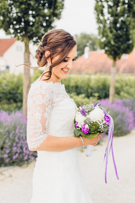 Wunderschöne Braut bei ihrer Hochzeit im Weingut am Nil in Kallstadt