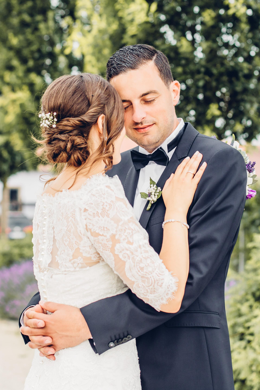 Brautpaar heiratet im Weingut am Nil und feiert ihre Hochzeit in Kallstadt