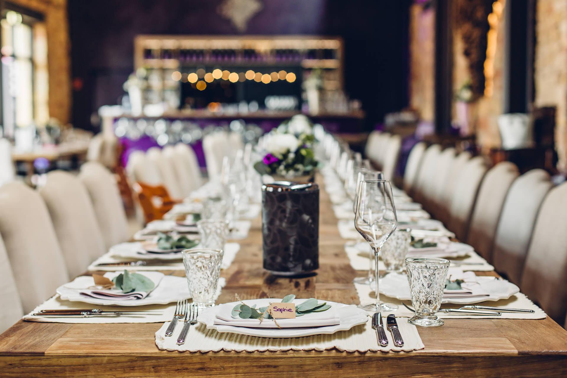 Tischsetting in der wunderschönen Hochzeitslocation Weingut am Nil in Kallstadt Pfalz