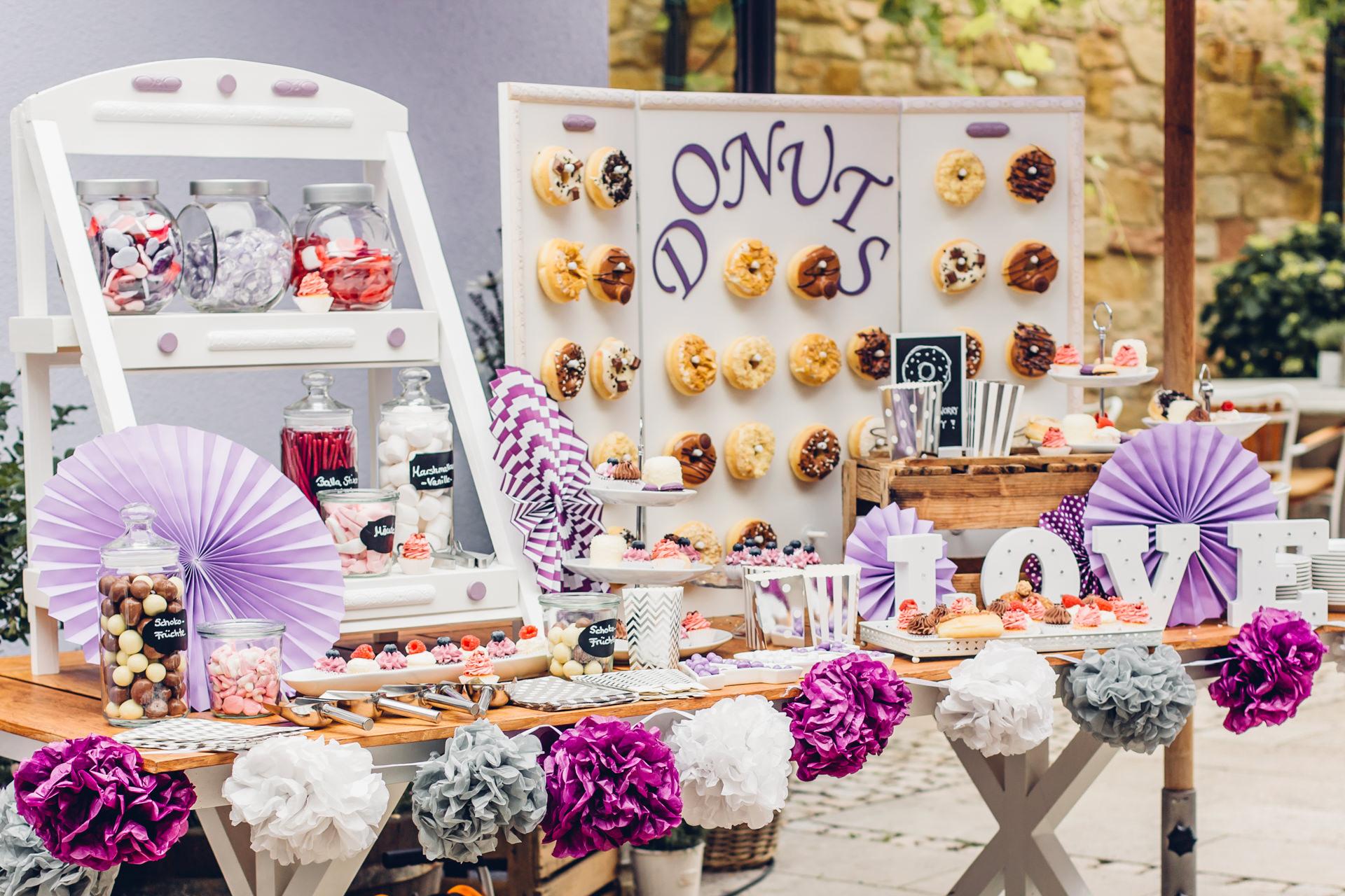 Candy Bar für Hochzeit in Lila