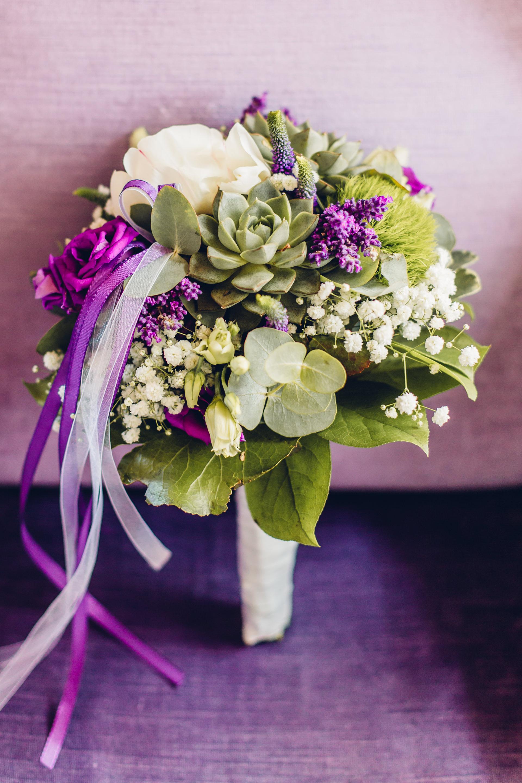 Brautstrauß Sukkulenten Lila Greenery