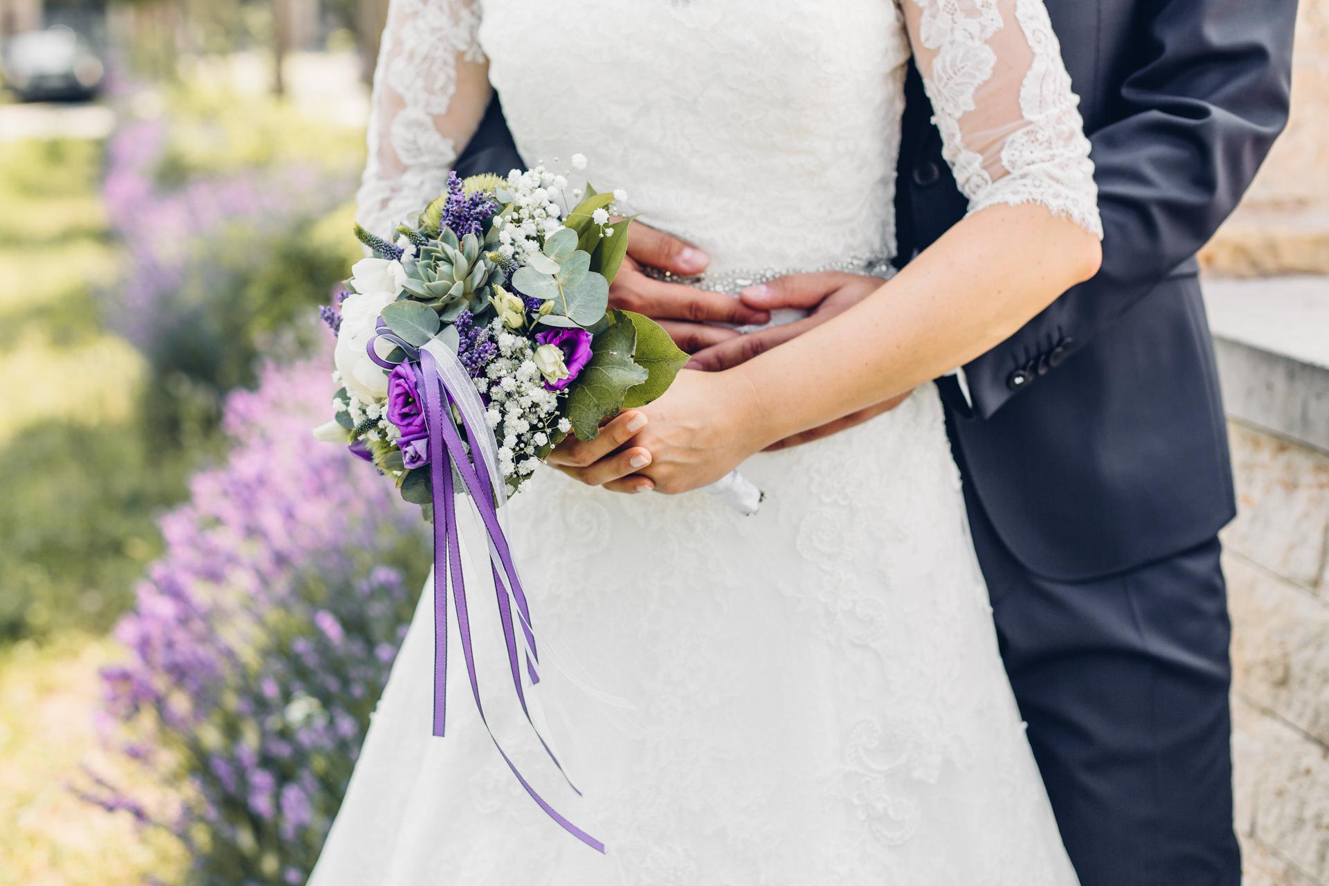 Brautstrauß Sukkulente lila grün