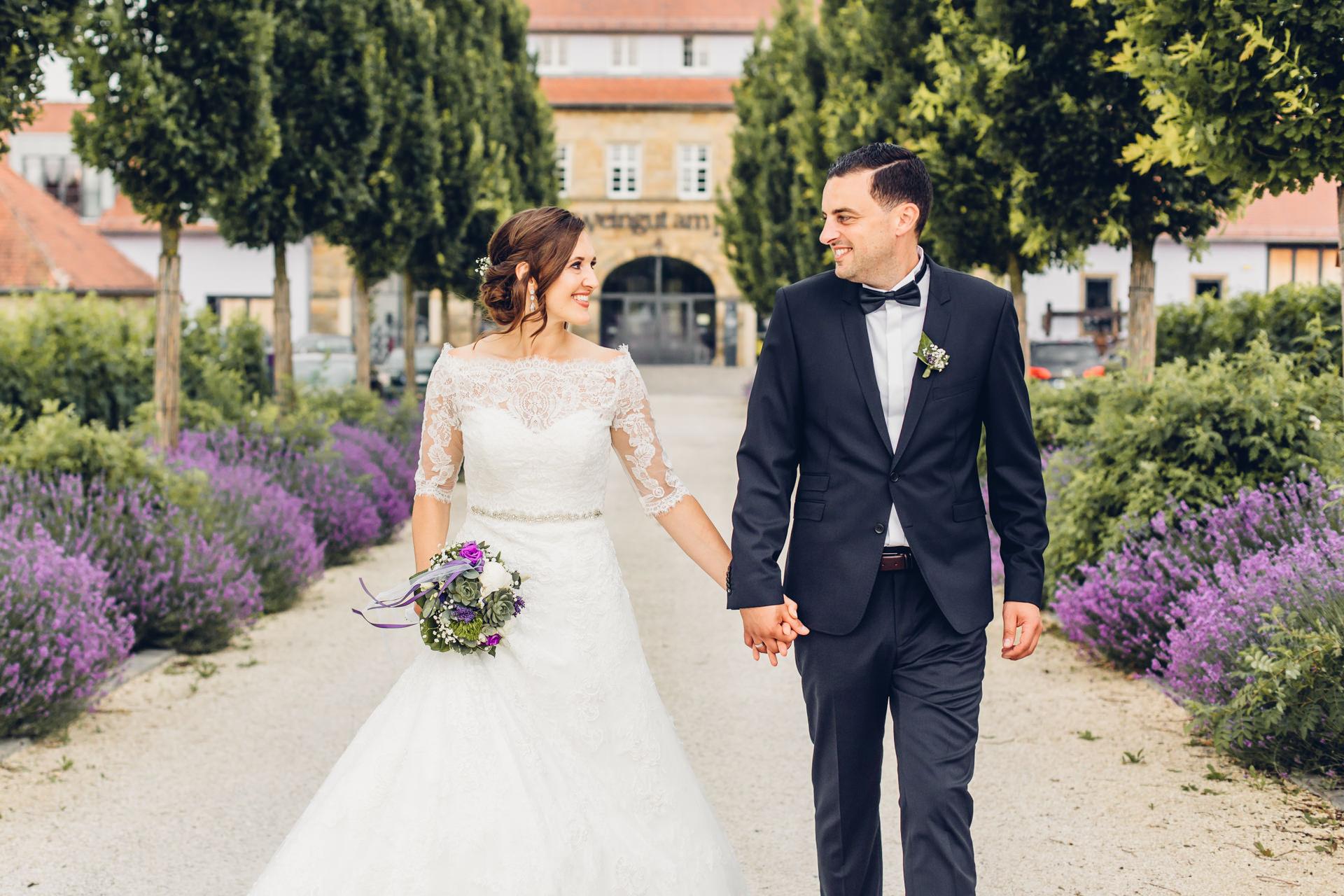 Brautpaar in der gefragten Hochzeitslocation in Kallstadt im Weingut am Nil