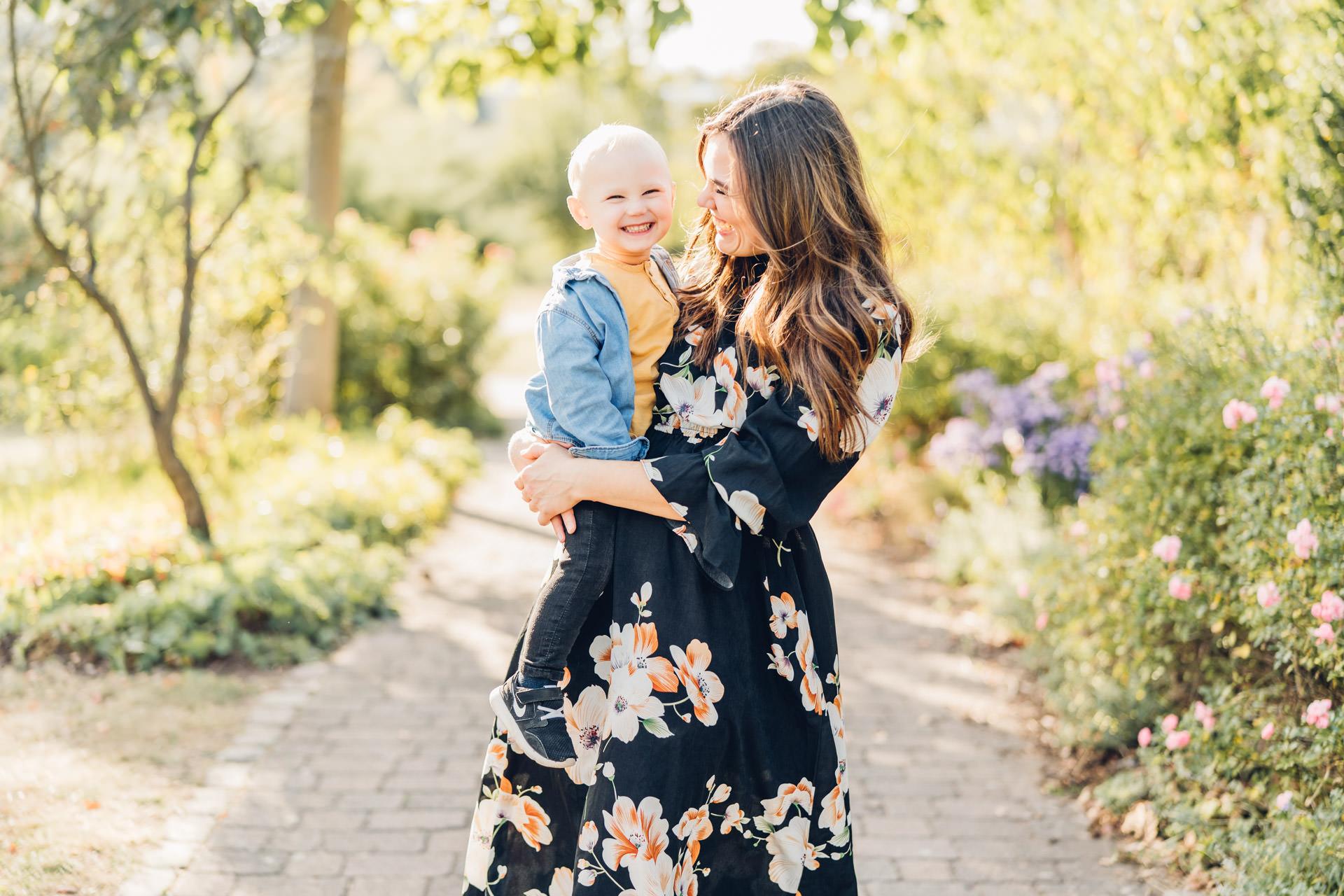 Glückliches Familienportrait Mama mit Sohn
