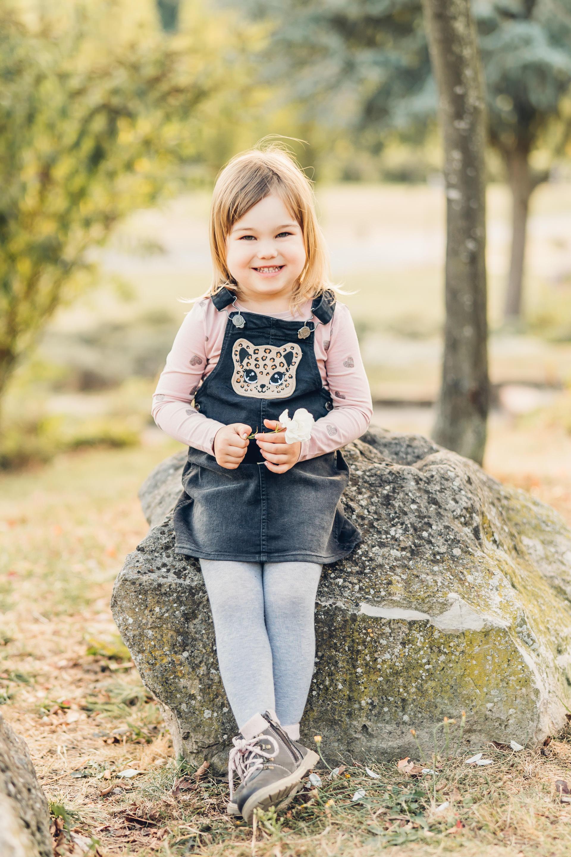 Kinderfotos Mädchen Portrait draußen in der Natur