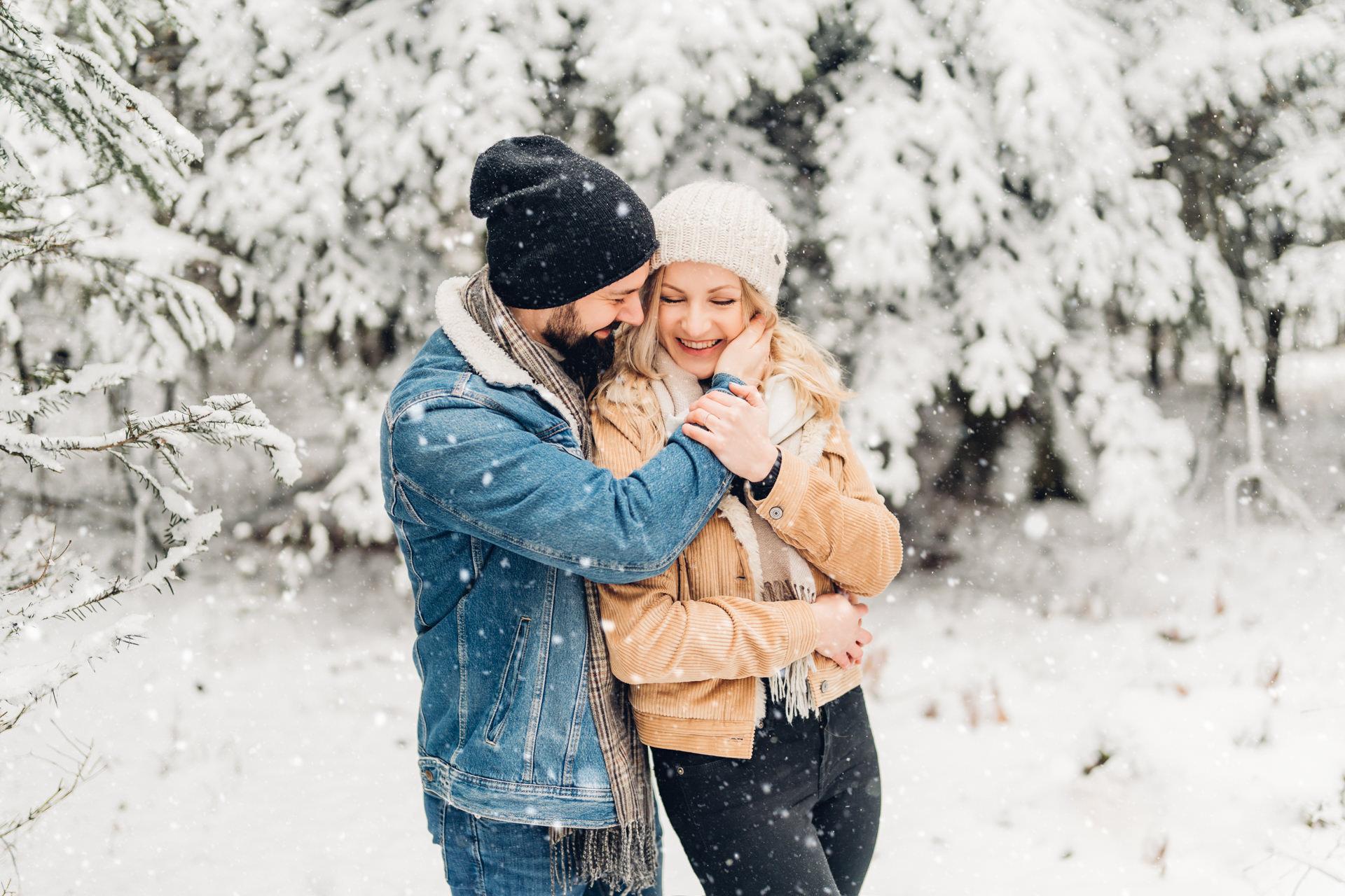Verlobungsshooting im Schneefall
