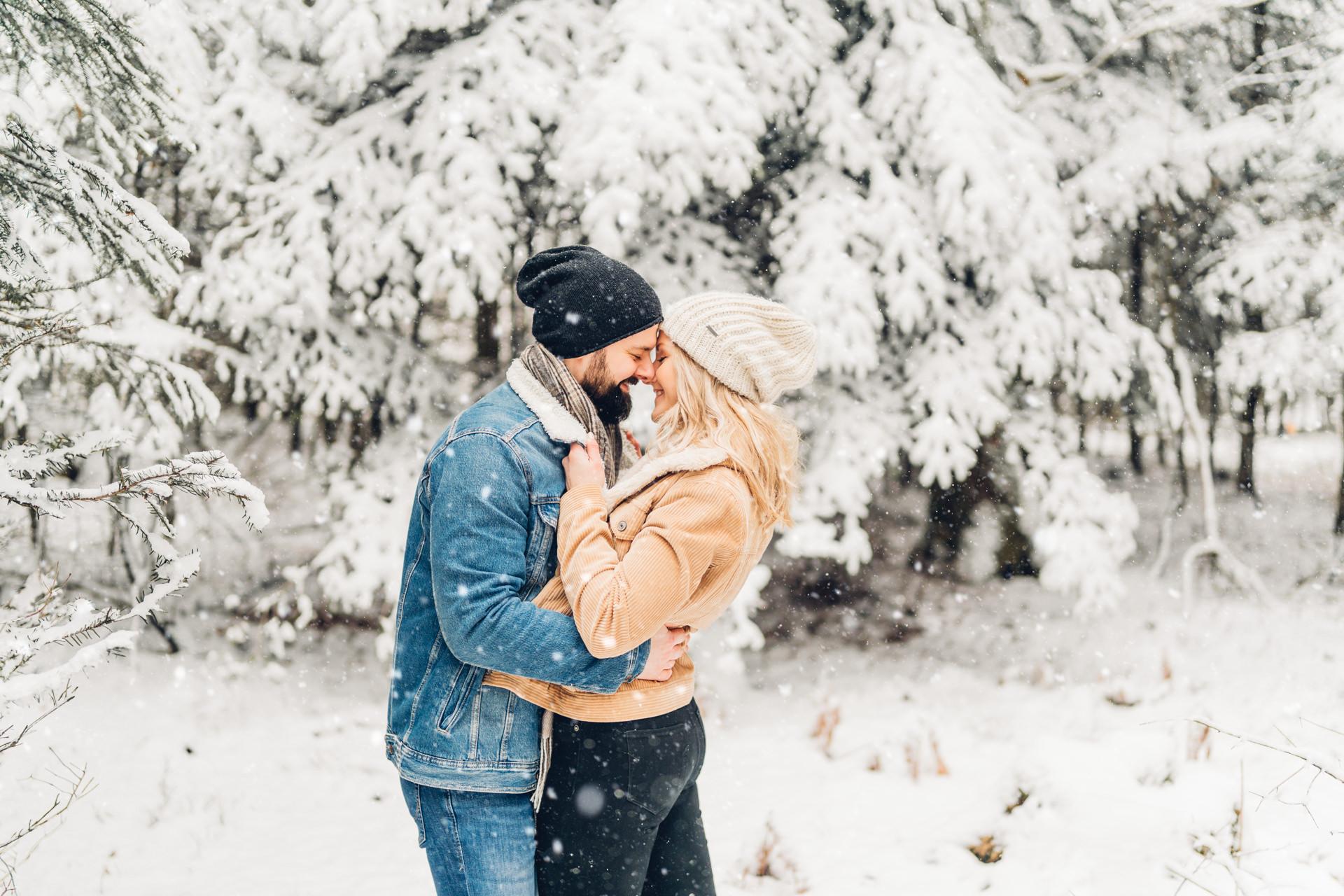 Emotionale Paarfotos im Schnee Fotografin Rheinland-Pfalz