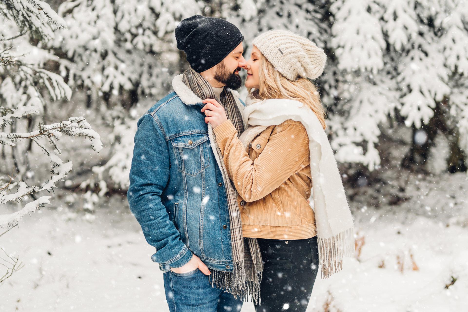 Liebesshooting im Winter im Schnee