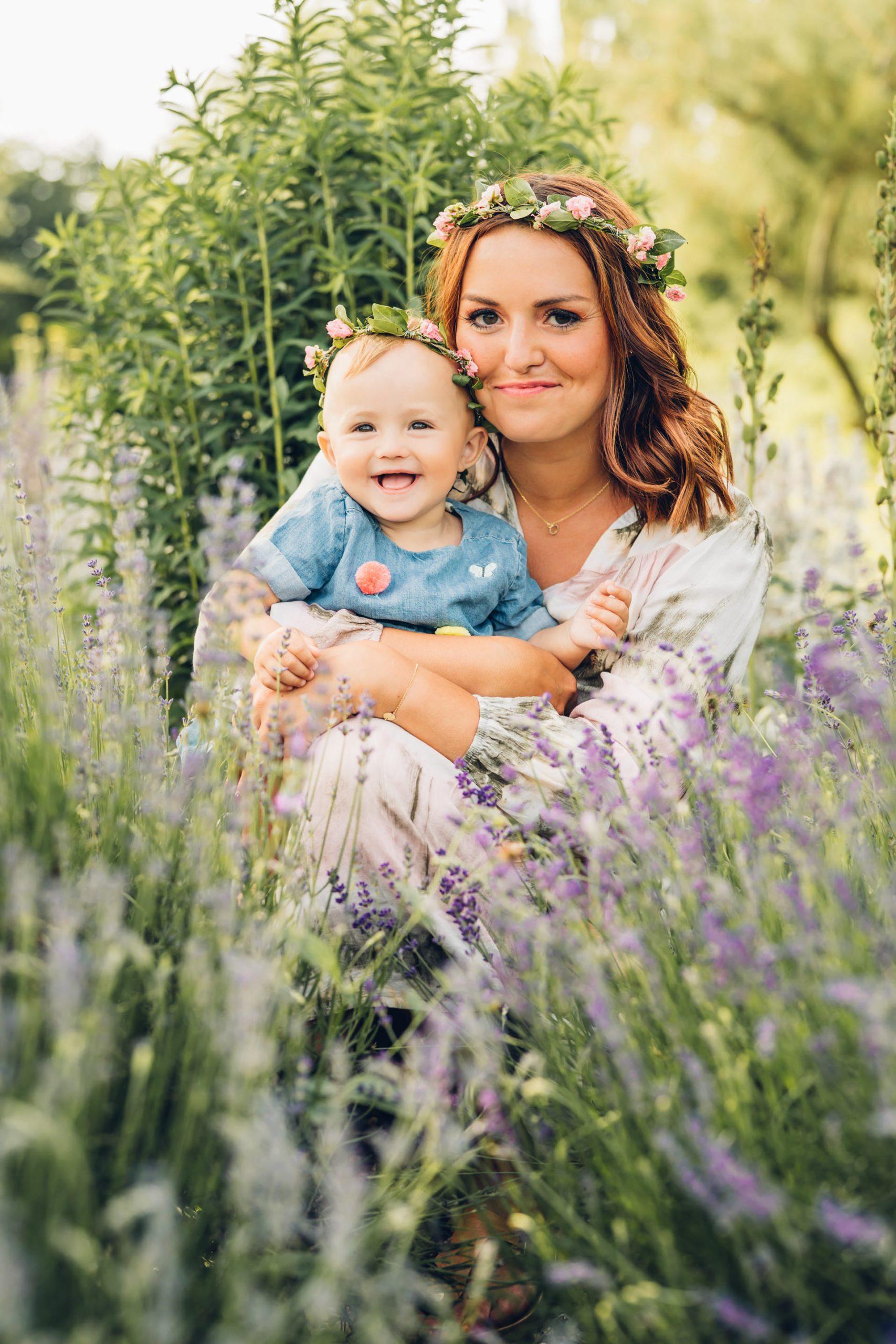 Natürliche Familienfotos mit Mama und Baby Fotograf Mainz