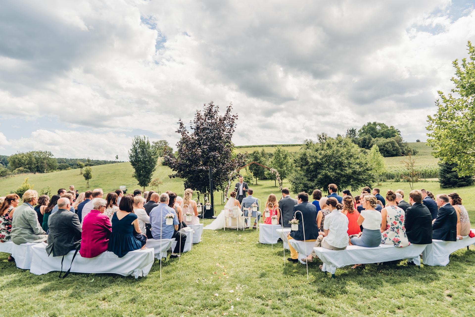 Heiraten unter freiem Himmel Hochzeit auf dem Weingut Höflich