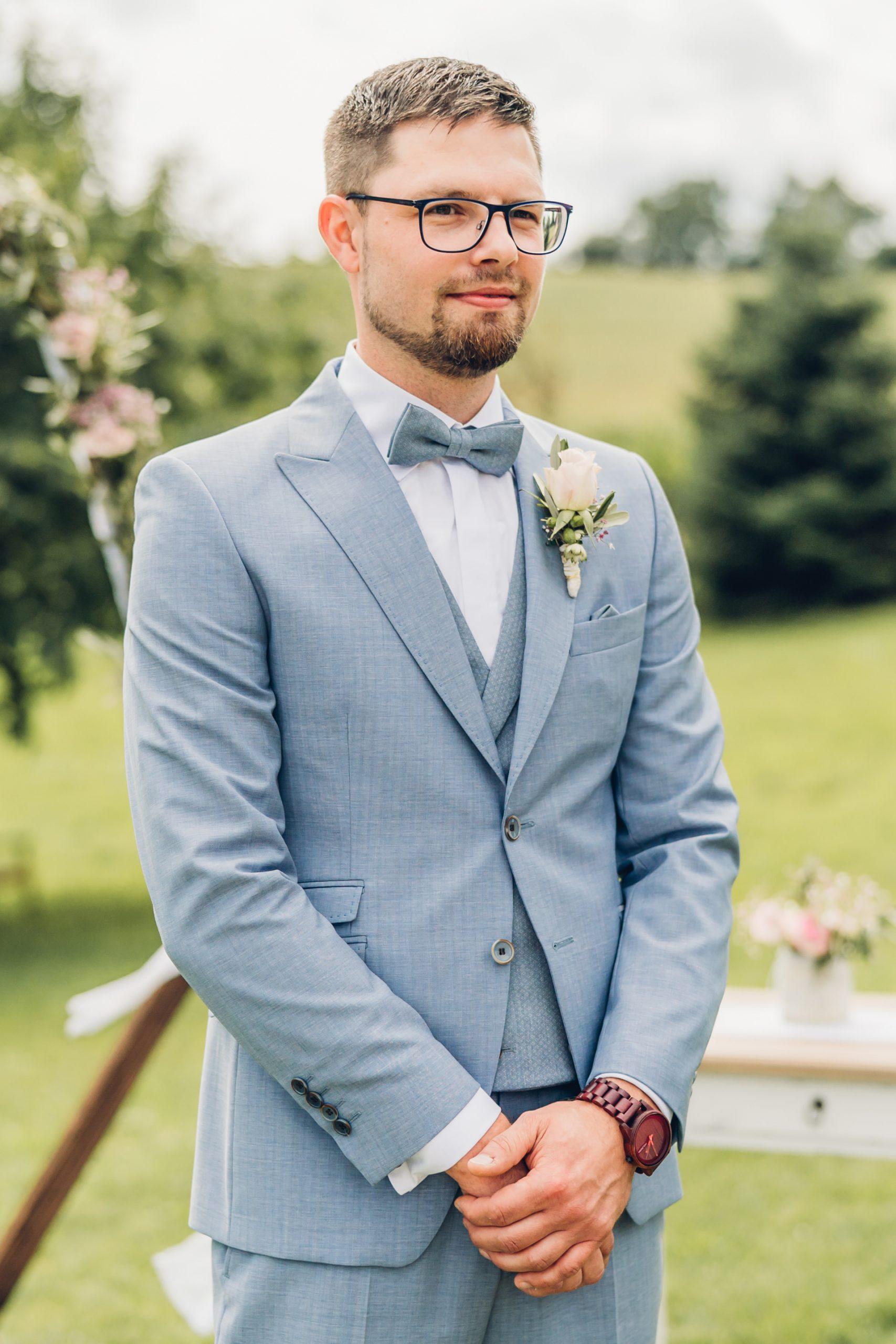 Bräutigam wartet auf seine Braut