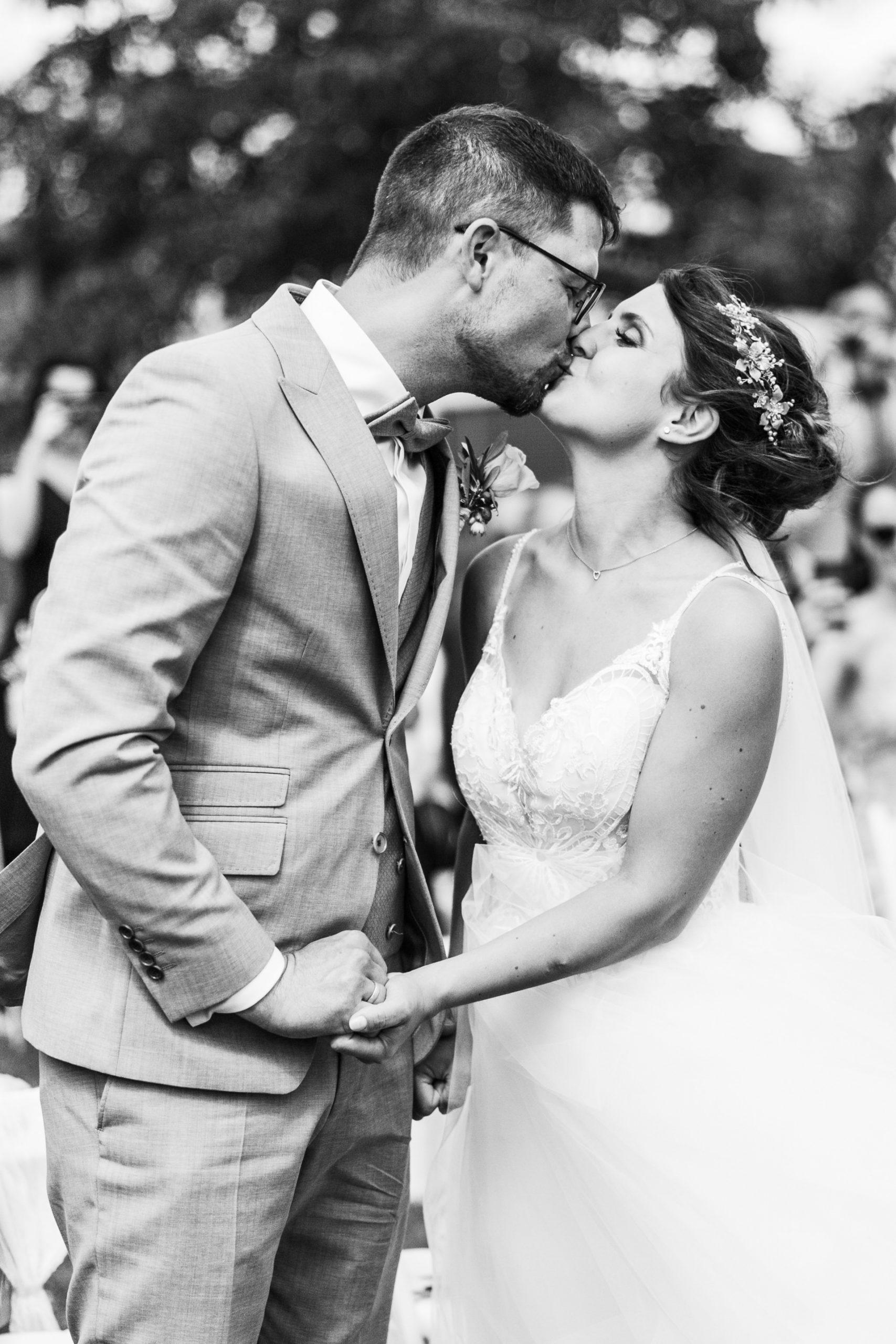Erster Kuss als Mann und Frau Heirat auf dem Weingut Höflich