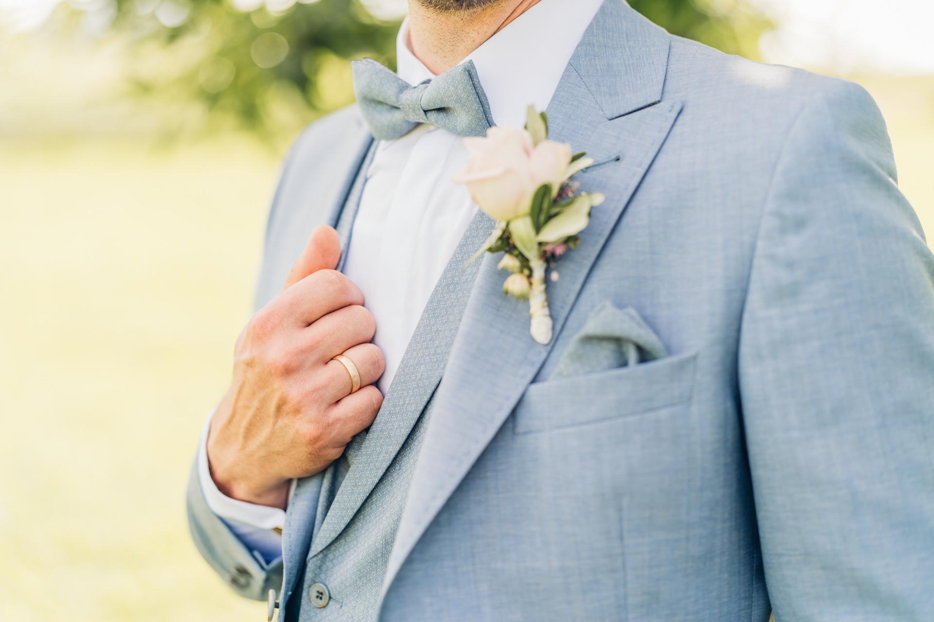 Hellblauer Hochzeitsanzug