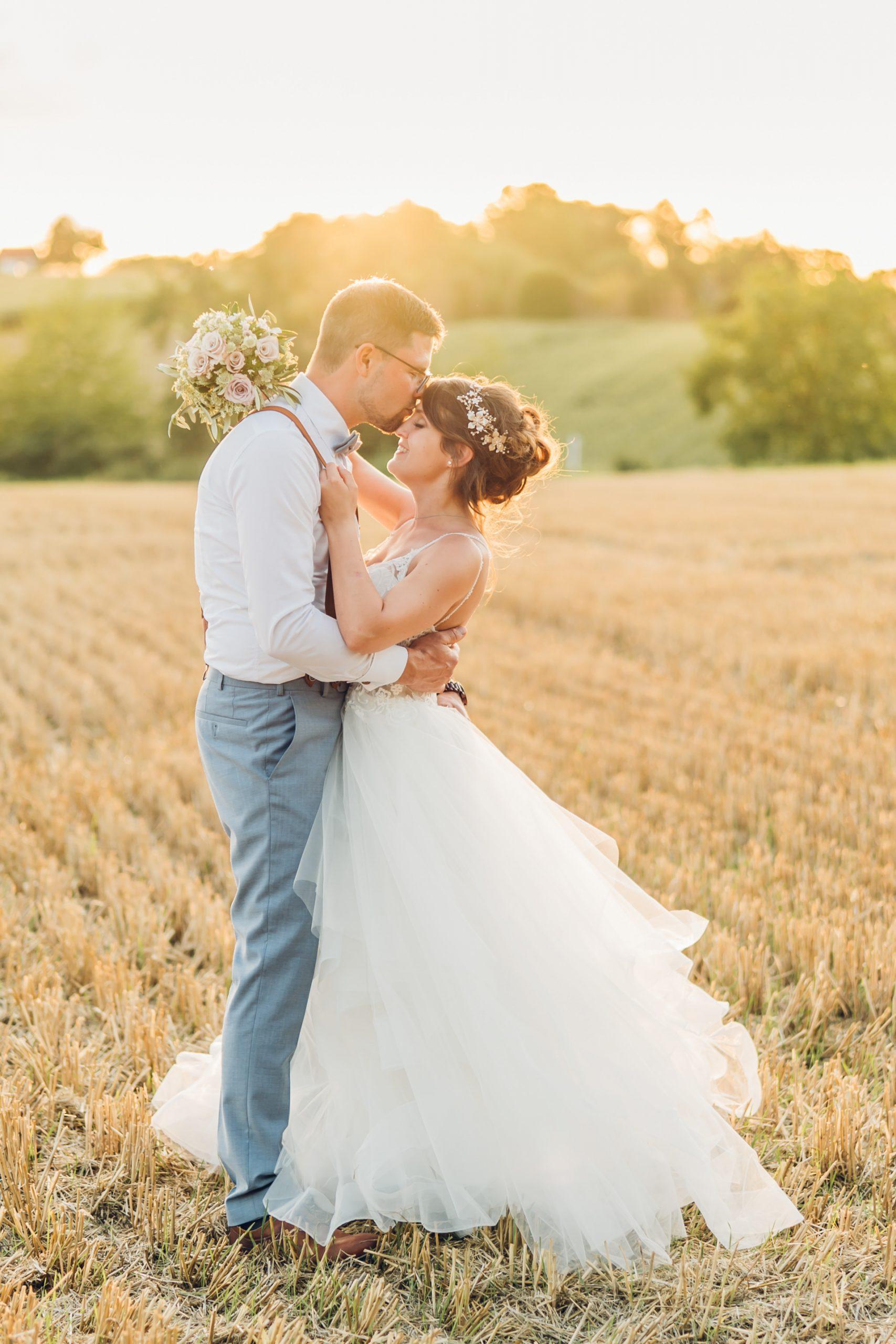 Brautpaarfoto im Sonnenuntergang am Weingut Höflich in Grossostheim
