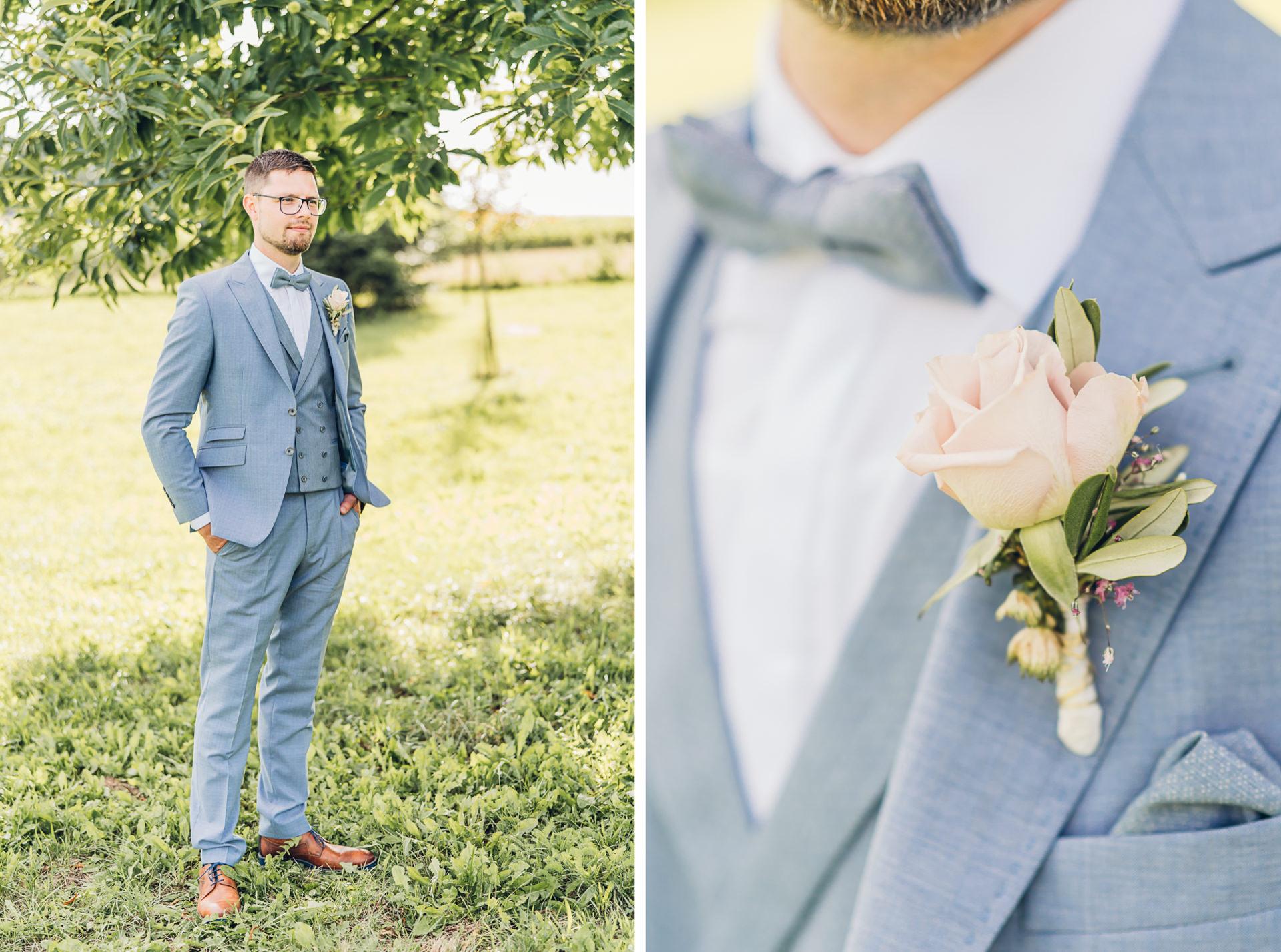 Bräutigam im hellblauen Anzug auf dem Weingut Höflich